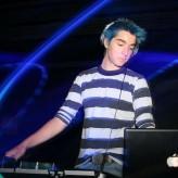 Equipé comme un DJ pour mettre l'ambiance