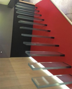 100354-escalier-design-et-contemporain-dematerialisation-de-l-escalier-par