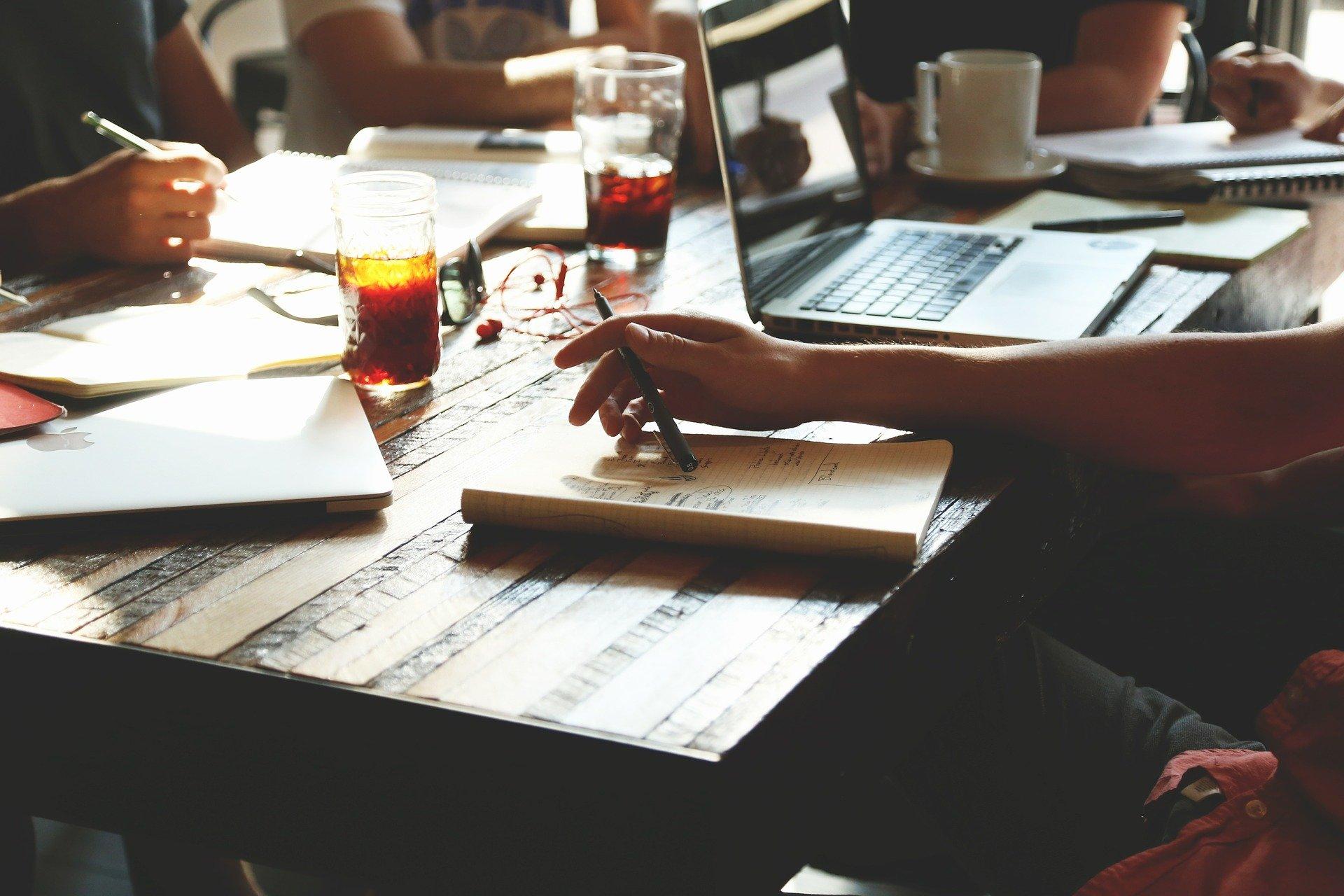 Litige au travail : pourquoi contacter un avocat ?