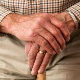 Incontinence urinaire : quelle couche pour homme choisir ?